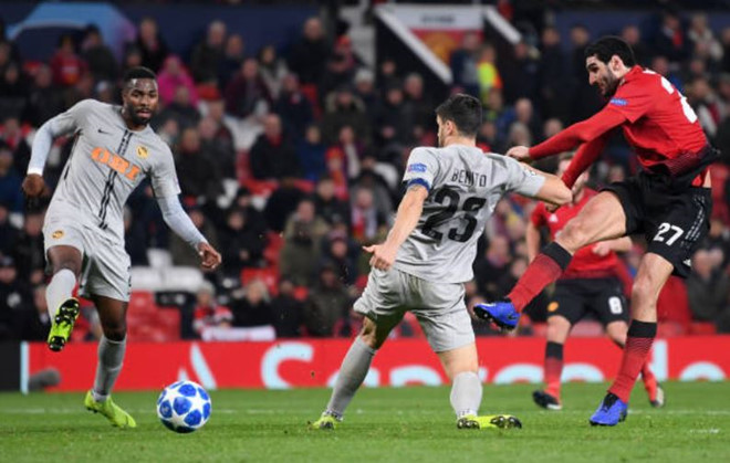 Fellaini giúp MU vào vòng knock-out Champions League-2