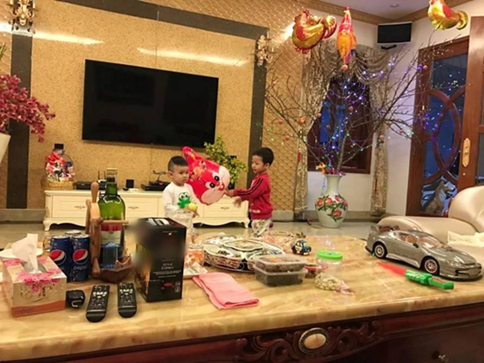 Người đẹp Phan Thiết từng đi bưng bê, rửa chén đến bà hoàng làm vợ đại gia, ở biệt thự 40 tỷ-11