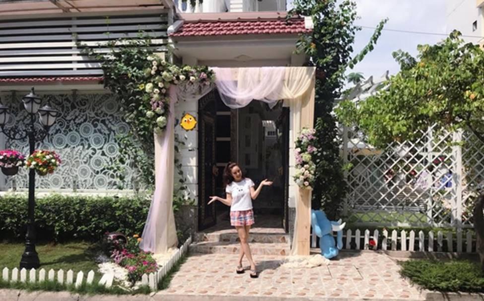Người đẹp Phan Thiết từng đi bưng bê, rửa chén đến bà hoàng làm vợ đại gia, ở biệt thự 40 tỷ-9