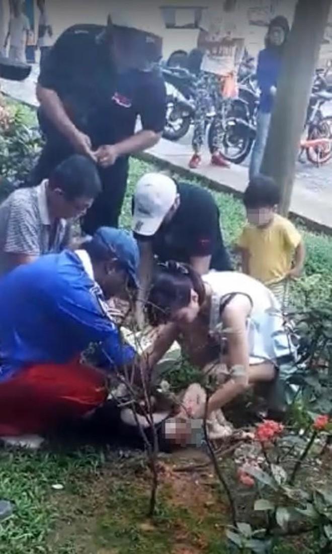 Bé trai 2 tuổi rơi từ tầng 11 xuống đất, thoát chết thần kỳ nhờ chiếc bỉm đang mặc-2