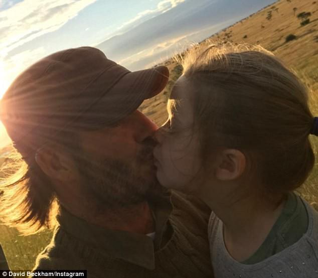 Nụ hôn môi của David Beckham với con gái làm cả cư dân mạng lẫn các sao tranh cãi nảy lửa-13