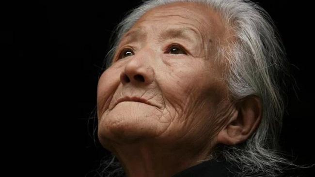 Bức thư tuyệt mệnh của người mẹ 80 tuổi hối hận vì sinh ra 4 con trai khiến nhiều người trào nước mắt-1