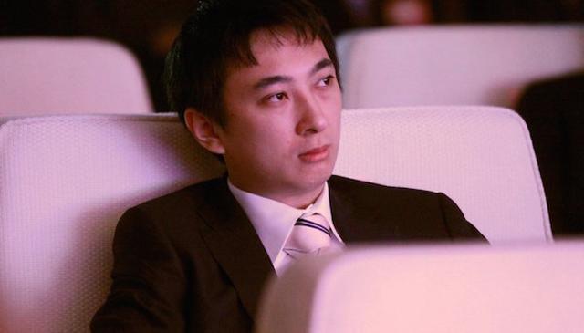 Vương Tư Thông: Thiếu gia cho chó đeo đồng hồ tiền tỷ, đùa giỡn vô số chân dài-8