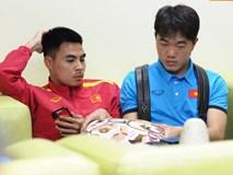 Nhân viên sân bay Philippines bận đi ăn, tuyển Việt Nam ngồi chờ 2 tiếng chưa được nhập cảnh
