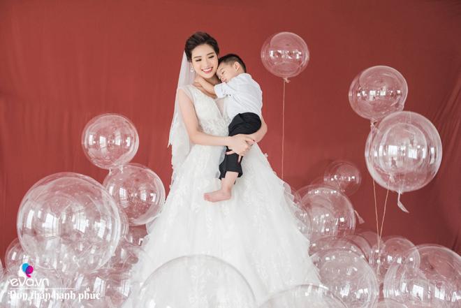 Hoa hậu bốc lửa vừa đăng quang đã vội lấy chồng, con 6 tháng tay trắng làm mẹ đơn thân-1