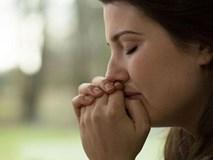 Đang ăn cơm, con riêng của chồng đến nhà, quỳ xuống van xin tôi một điều không ngờ tới
