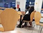 Lỡ đi ăn trưa muộn, cô nàng công sở cay cú vì bị nhân viên gắt gỏng sau lưng: Ăn đến 3h chiều là loại khách gì?-4