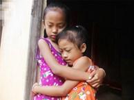 Xót cảnh mẹ bị câm điếc ú ớ rồi chết, hai đứa trẻ 6 và 9 tuổi mồ côi mẹ không có tiền đi học