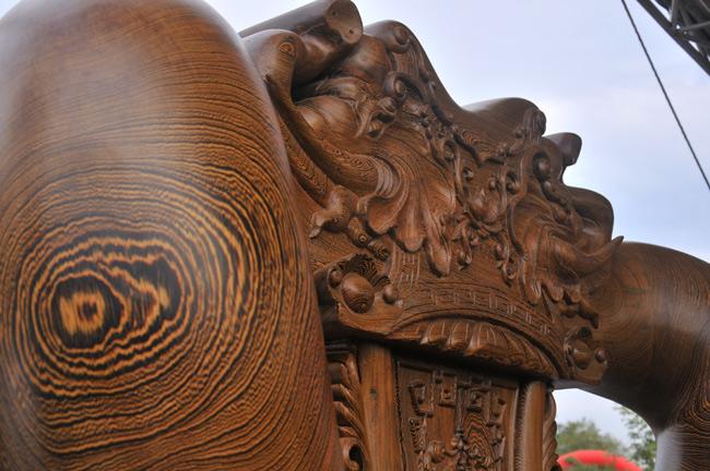 Đã mắt trước bộ bàn ghế gỗ mun đuôi công trị giá 3,2 tỷ đồng-2