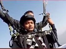 Clip: Dù lượn đứt dây giữa trời, phi công hy sinh tính mạng để cứu du khách
