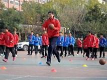 Không tưởng: Nữ VĐV Trung Quốc mới 11 tuổi đã cao 2m01
