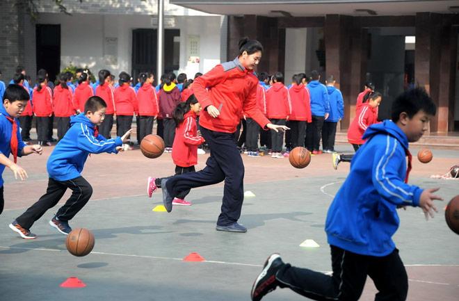 Không tưởng: Nữ VĐV Trung Quốc mới 11 tuổi đã cao 2m01-1