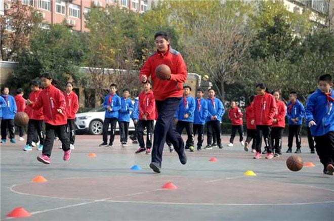 Không tưởng: Nữ VĐV Trung Quốc mới 11 tuổi đã cao 2m01-6