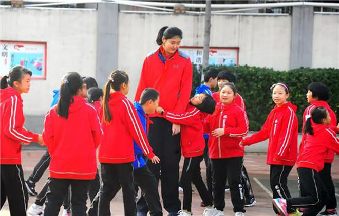 Không tưởng: Nữ VĐV Trung Quốc mới 11 tuổi đã cao 2m01-4