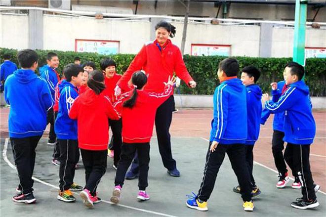 Không tưởng: Nữ VĐV Trung Quốc mới 11 tuổi đã cao 2m01-3