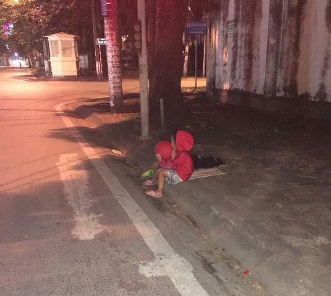 Hội phụ nữ tỉnh Nam Định vào cuộc vụ bé gái 5 tuổi nối nghiệp bà đi ăn xin nuôi cả gia đình-1