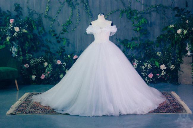 Rò rỉ hình ảnh cưới hiếm hoi chụp tại Pháp cùng chiếc váy cưới 10 nghìn hạt ngọc trai của Á hậu Thanh Tú và chồng U40-3