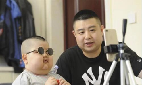 Cậu bé vuông chằn chặn thành hot streamer ở Trung Quốc và câu chuyện buồn phía sau khiến ai cũng phải xót xa-5
