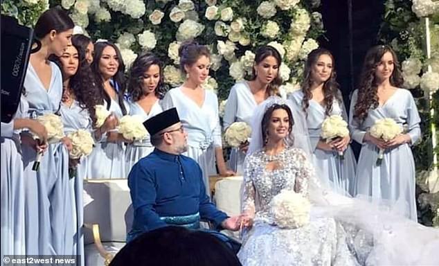 Nhan sắc nóng bỏng của Hoa hậu vừa được nhà vua Malaysia cưới làm hoàng hậu-3