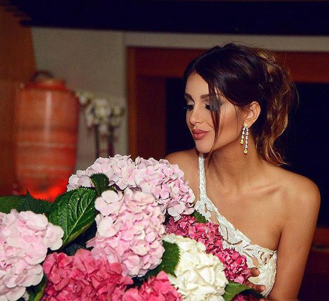 Nhan sắc nóng bỏng của Hoa hậu vừa được nhà vua Malaysia cưới làm hoàng hậu-16