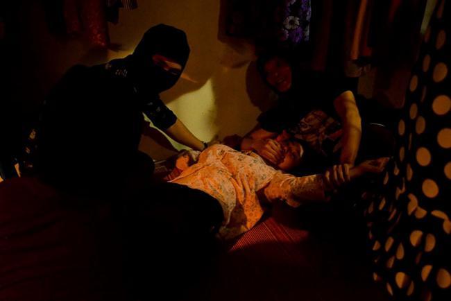 Những cảnh nóng điên đảo màn ảnh Việt 2018: Đốt mắt nhất là màn ái ân sập cả giường-3
