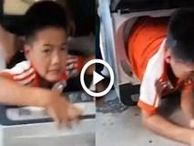 Chui cả người vào máy giặt để bị kẹt, cậu bé dại dột khiến cư dân mạng cười bò