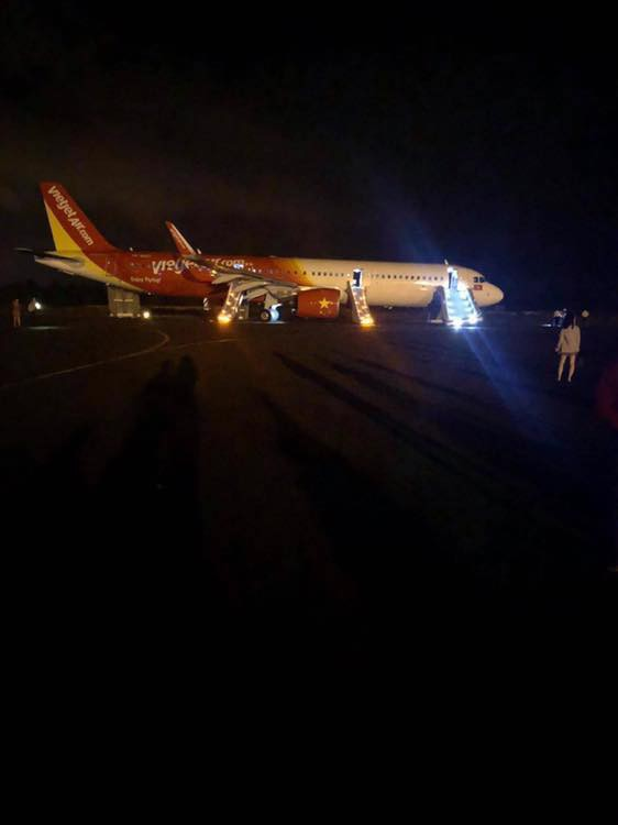 Nóng: Máy bay Vietjet gặp sự cố nghiêm trọng khi tiếp đất, hàng trăm hành khách được lệnh bỏ lại hành lý và nhảy ra cửa thoát hiểm-1