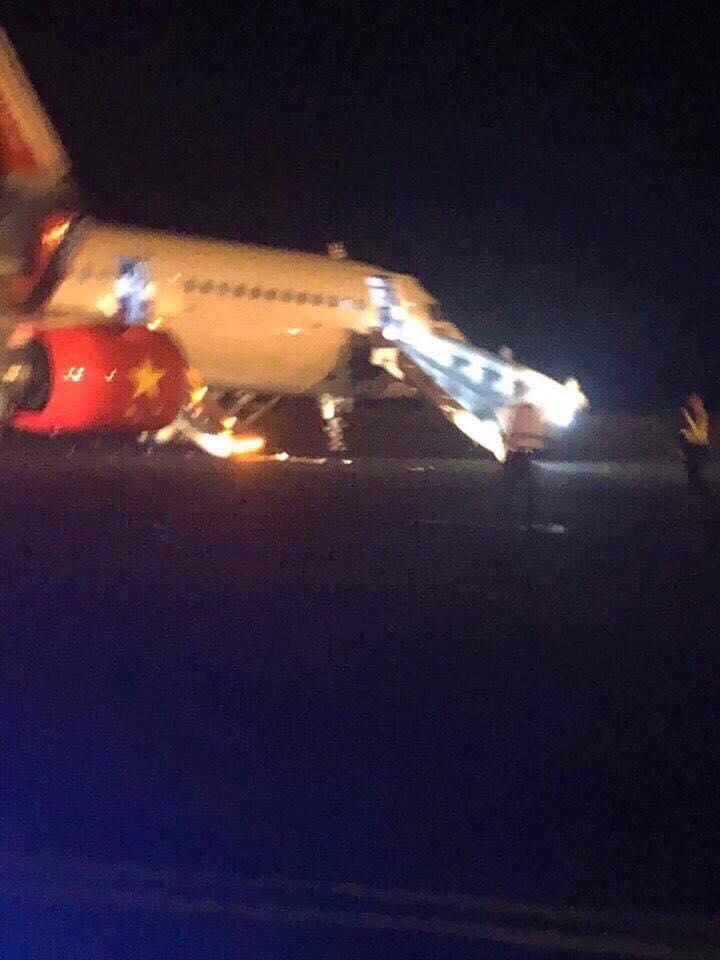 Hiện trường máy bay Vietjet gặp sự cố, hành khách nhảy cửa thoát hiểm-2