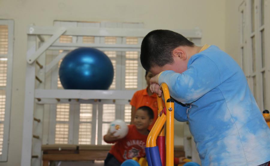 Nước mắt cô giáo mầm non khi chứng kiến bố dùng dép đánh mặt con-6