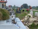 Thực hư việc bắt đối tượng tâm thần đập phá gần trăm bát hương ở nghĩa trang trong đêm-3