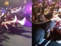 Phản ứng của Trường Giang khi bị khán giả kéo ngã sõng soài, sờ soạng trên sân khấu tại Mỹ