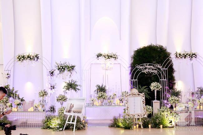 Cận cảnh không gian tiệc cưới lộng lẫy như cổ tích của Ưng Hoàng Phúc và Kim Cương-9