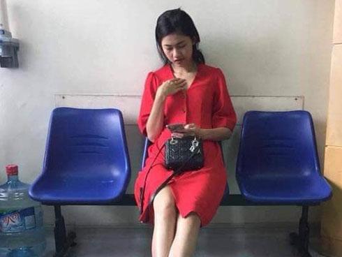 Lộ hình ảnh được cho là Á hậu Thanh Tú đi khám thai tại bệnh viện-1