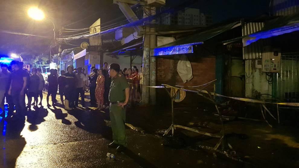 Cháy lớn khu nhà trọ công nhân ở Sài Gòn, thiếu nữ 18 tuổi chết cháy, hàng chục người được giải cứu-3