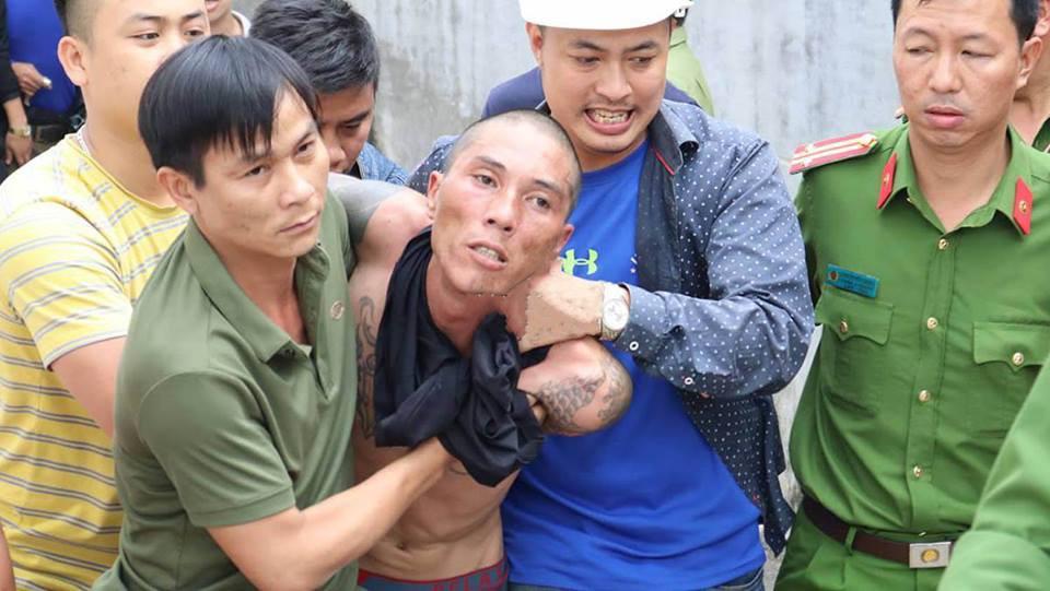 Khởi tố gã đàn ông ngáo đá ném con từ mái nhà xuống đất tội giết người-1