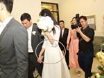 Bất ngờ: Nghi lễ đám cưới diễn ra nhanh gọn, Á hậu Thanh Tú nhường sân khấu cho bóng đá-18