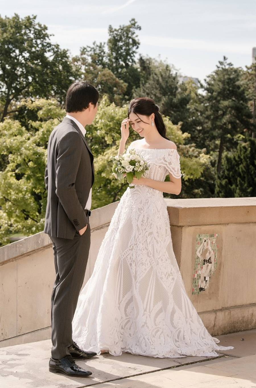 Trọn bộ ảnh cưới xa xỉ, đẹp như tạp chí được chụp tại Pháp của Á hậu Thanh Tú và chồng đại gia hơn 16 tuổi-2