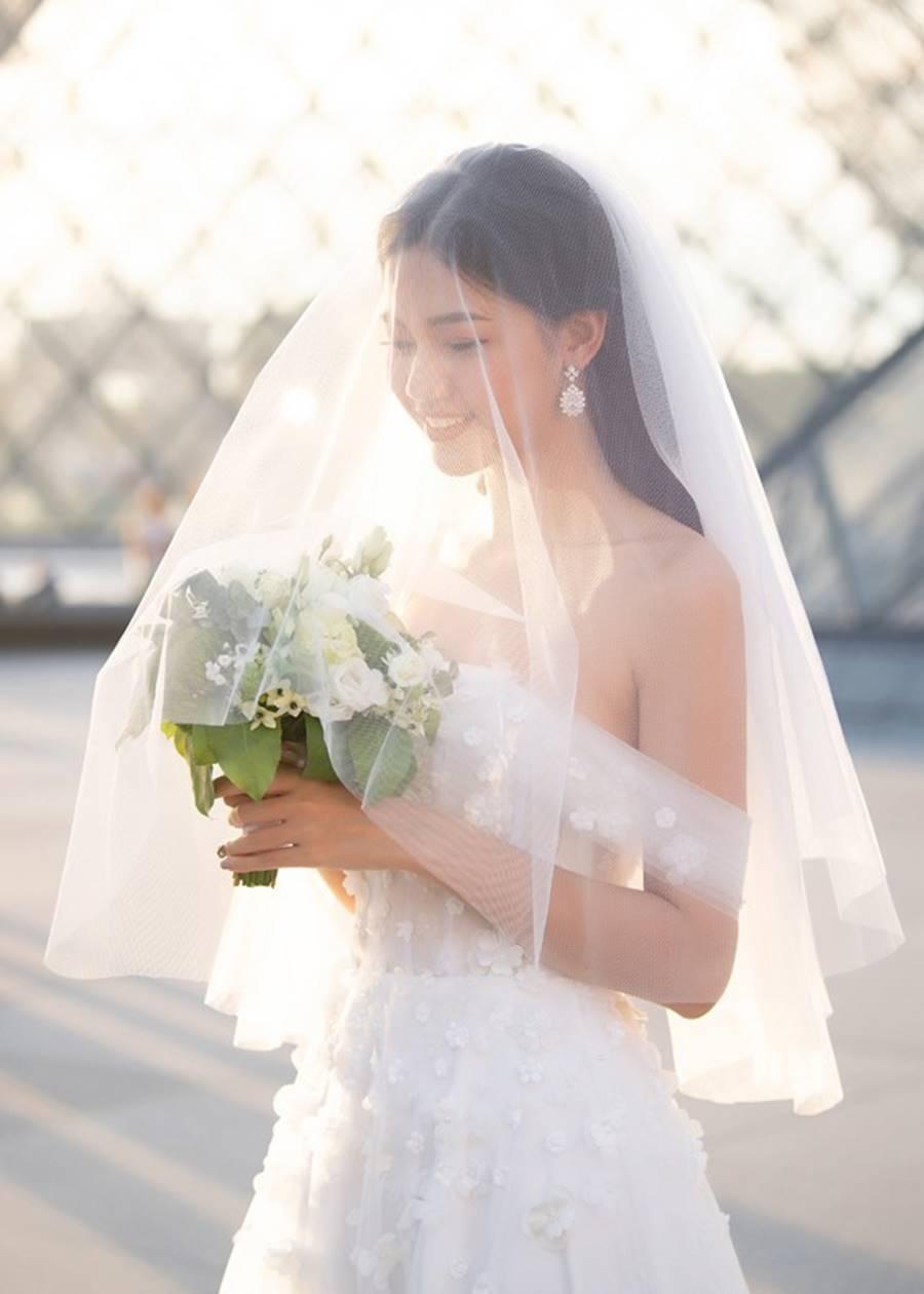 Trọn bộ ảnh cưới xa xỉ, đẹp như tạp chí được chụp tại Pháp của Á hậu Thanh Tú và chồng đại gia hơn 16 tuổi-7
