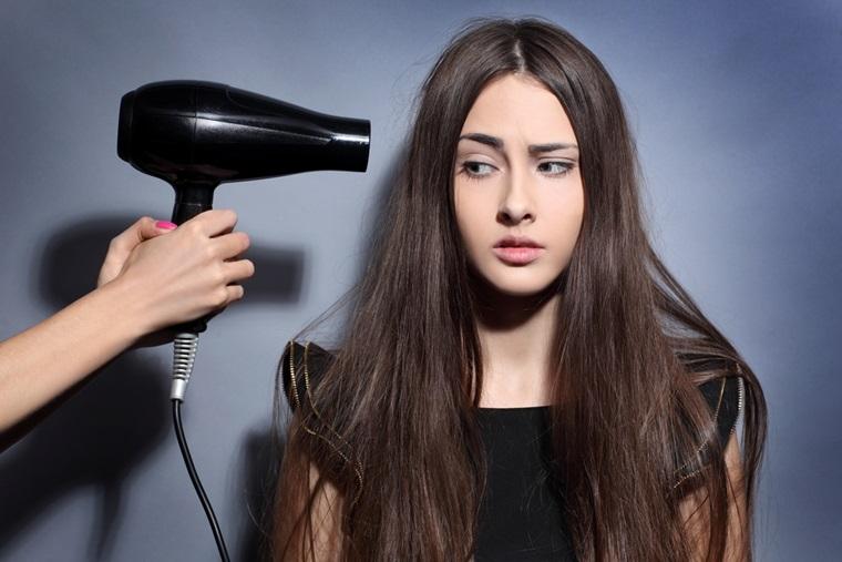 Mùa đông chớ dại dùng máy sấy tóc kiểu này nếu không phát nổlúc nào chẳng hay-2