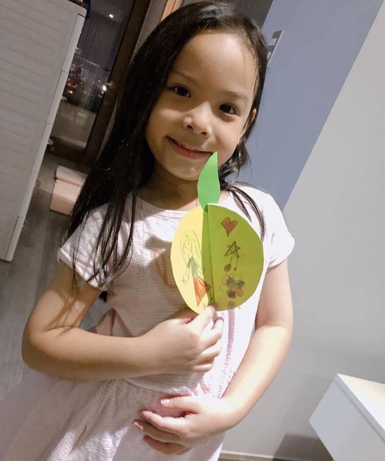 Giật mình: Đã 6 tuổi được mời lên lớp 2, con gái Phạm Quỳnh Anh còn giỏi nhất nhì lớp-1
