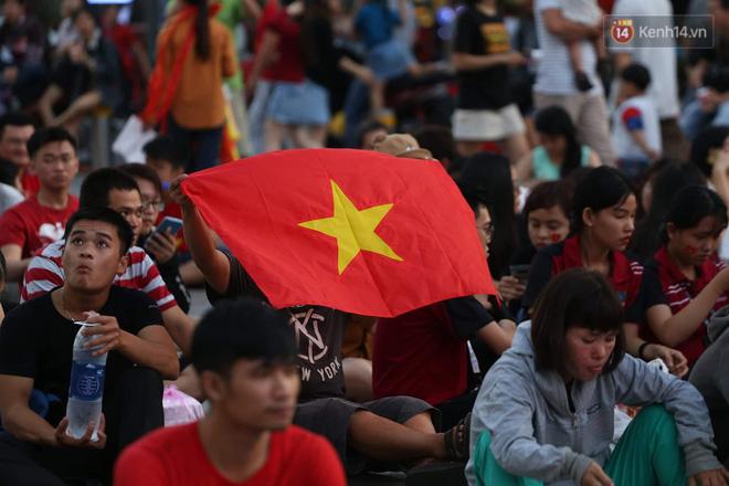 Hàng triệu CĐV đổ ra đường ăn mừng chiến thắng của đội tuyển Việt Nam trước Philippines trong trận bán kết lượt đi-34