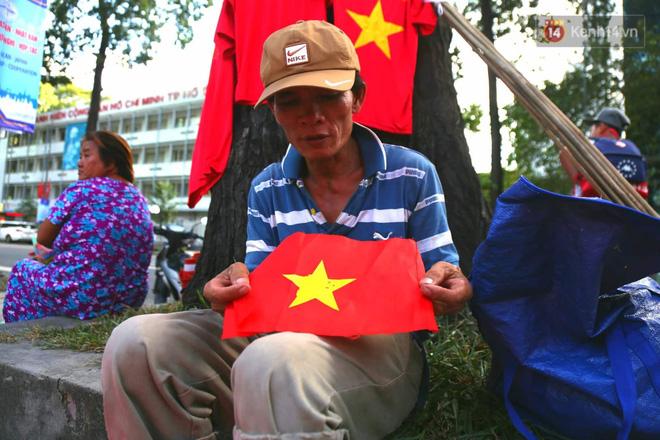 Hàng triệu CĐV đổ ra đường ăn mừng chiến thắng của đội tuyển Việt Nam trước Philippines trong trận bán kết lượt đi-42