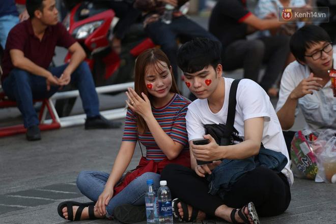 Hàng triệu CĐV đổ ra đường ăn mừng chiến thắng của đội tuyển Việt Nam trước Philippines trong trận bán kết lượt đi-35