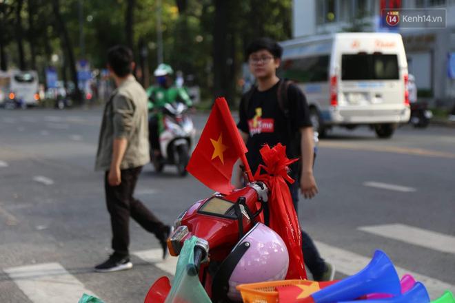 Hàng triệu CĐV đổ ra đường ăn mừng chiến thắng của đội tuyển Việt Nam trước Philippines trong trận bán kết lượt đi-45