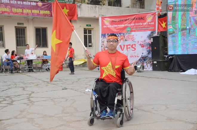 Hàng triệu CĐV đổ ra đường ăn mừng chiến thắng của đội tuyển Việt Nam trước Philippines trong trận bán kết lượt đi-39