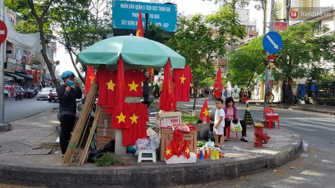 Hàng triệu CĐV đổ ra đường ăn mừng chiến thắng của đội tuyển Việt Nam trước Philippines trong trận bán kết lượt đi-46