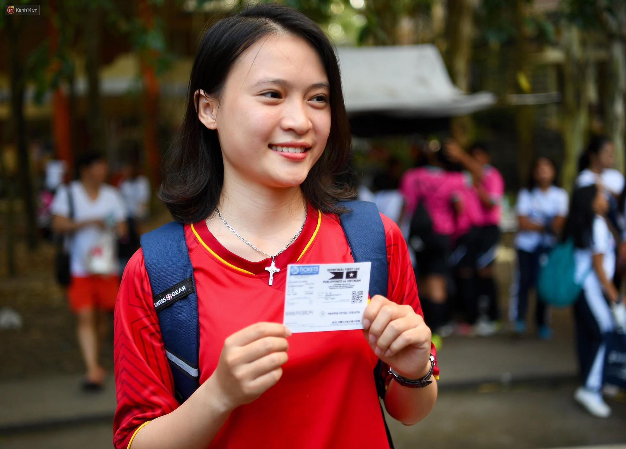 Những CĐV nữ xinh đẹp khiến trận bán kết lượt đi giữa ĐT Việt Nam - Philippines trở nên sôi động hơn bao giờ hết-10