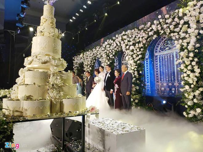 Bất ngờ: Nghi lễ đám cưới diễn ra nhanh gọn, Á hậu Thanh Tú nhường sân khấu cho bóng đá-7