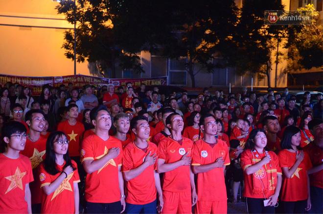 Hàng triệu CĐV đổ ra đường ăn mừng chiến thắng của đội tuyển Việt Nam trước Philippines trong trận bán kết lượt đi-25