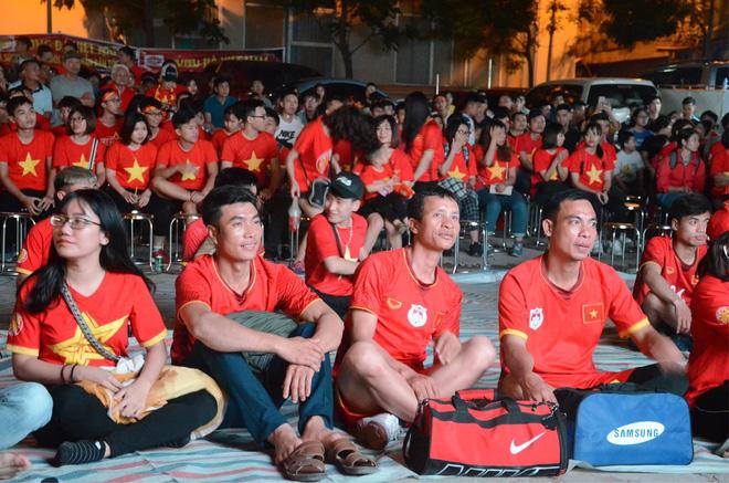 Hàng triệu CĐV đổ ra đường ăn mừng chiến thắng của đội tuyển Việt Nam trước Philippines trong trận bán kết lượt đi-28
